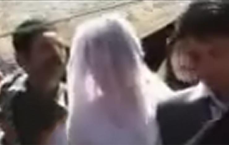 رکنا: تیراندازیهای مکرر در عروسی پسرنماینده سابق مجلس شورای اسلامی آبادان مردم منطقه امیرآبادرابه وحشت انداخت.