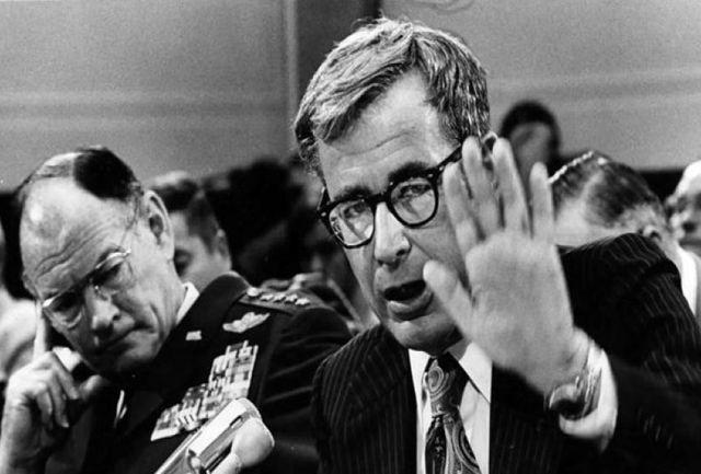 وزیر دفاع آمریکا در زمان حمله طبس، مُرد